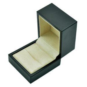 Футляр из экокожа, цвет черный, под кольца и запонки.