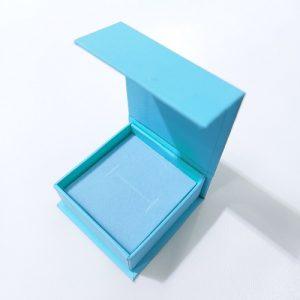 Футляры из картона с магнитной крышкой