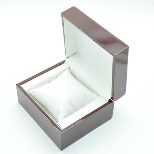 Коробка под часы и браслеты.